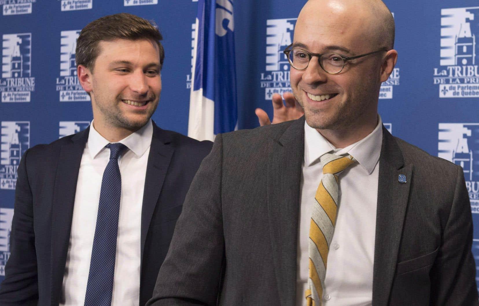 Le coporte-parole de QS, Gabriel Nadeau-Dubois, et le chef d'ON, Sol Zanetti.