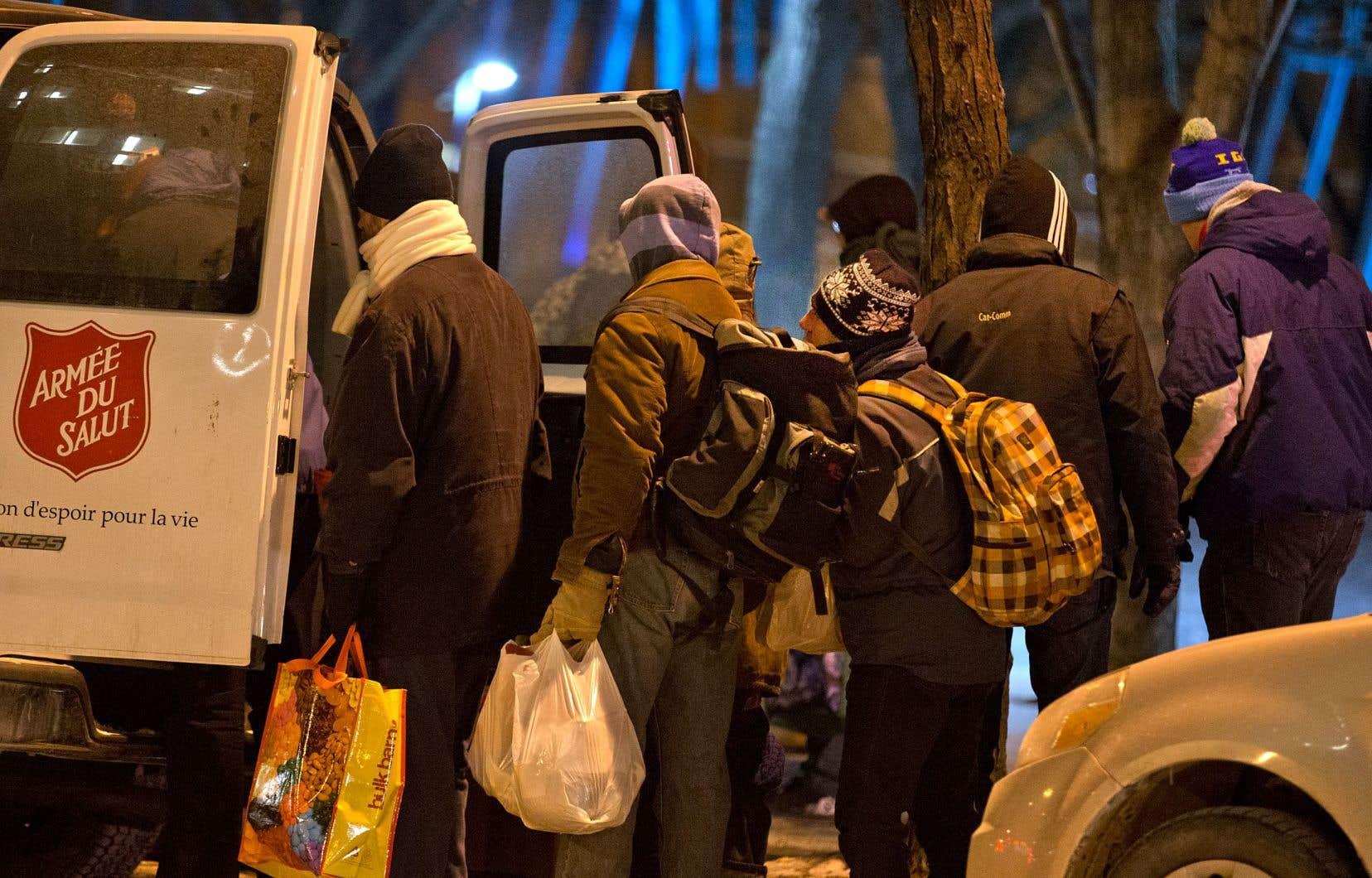 Québec établit un revenu de base qui atteindra 18000$ en 2023, mais ceux qui se qualifieront devront être bénéficiaires de l'aide sociale depuis 65 mois avant de pouvoir obtenir ce soutien.