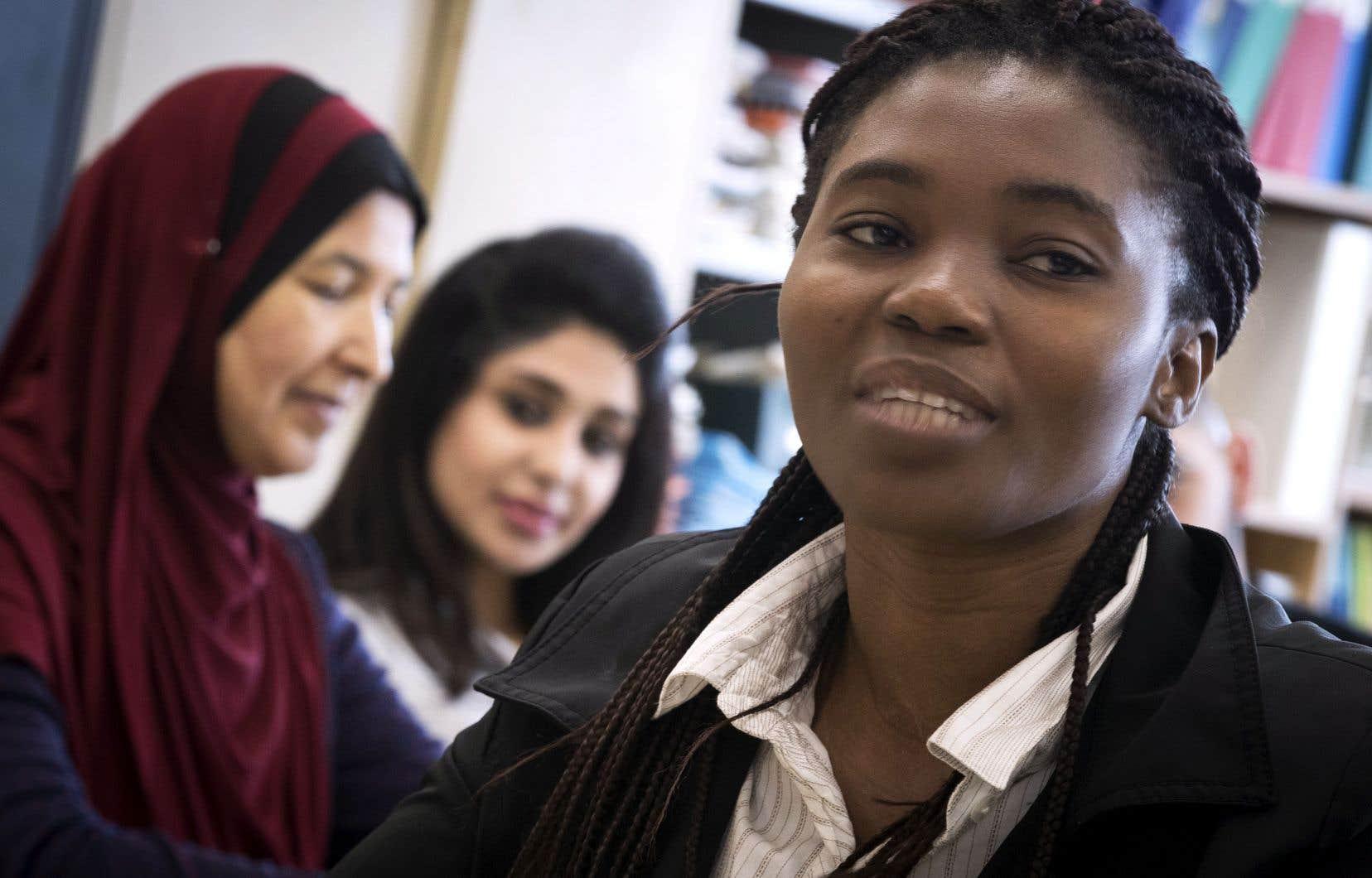 Rachelle Kouadio Adjoua a eu envie de retourner à l'école après avoir constaté qu'elle n'était pas en mesure de répondre aux nombreuses communications concernant l'éducation de ses enfants.