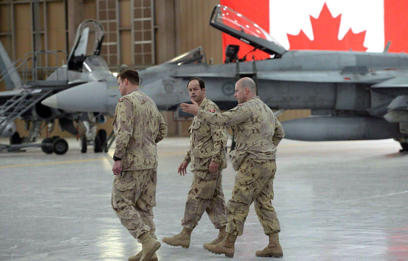 Le Canada possède 77 appareils CF-18 qui datent du début des années 1980. Ils sont notamment utilisés dans des missions de l'OTAN, comme ces appareils positionnés au camp Patrice-Vincent, au Koweït, en 2015.