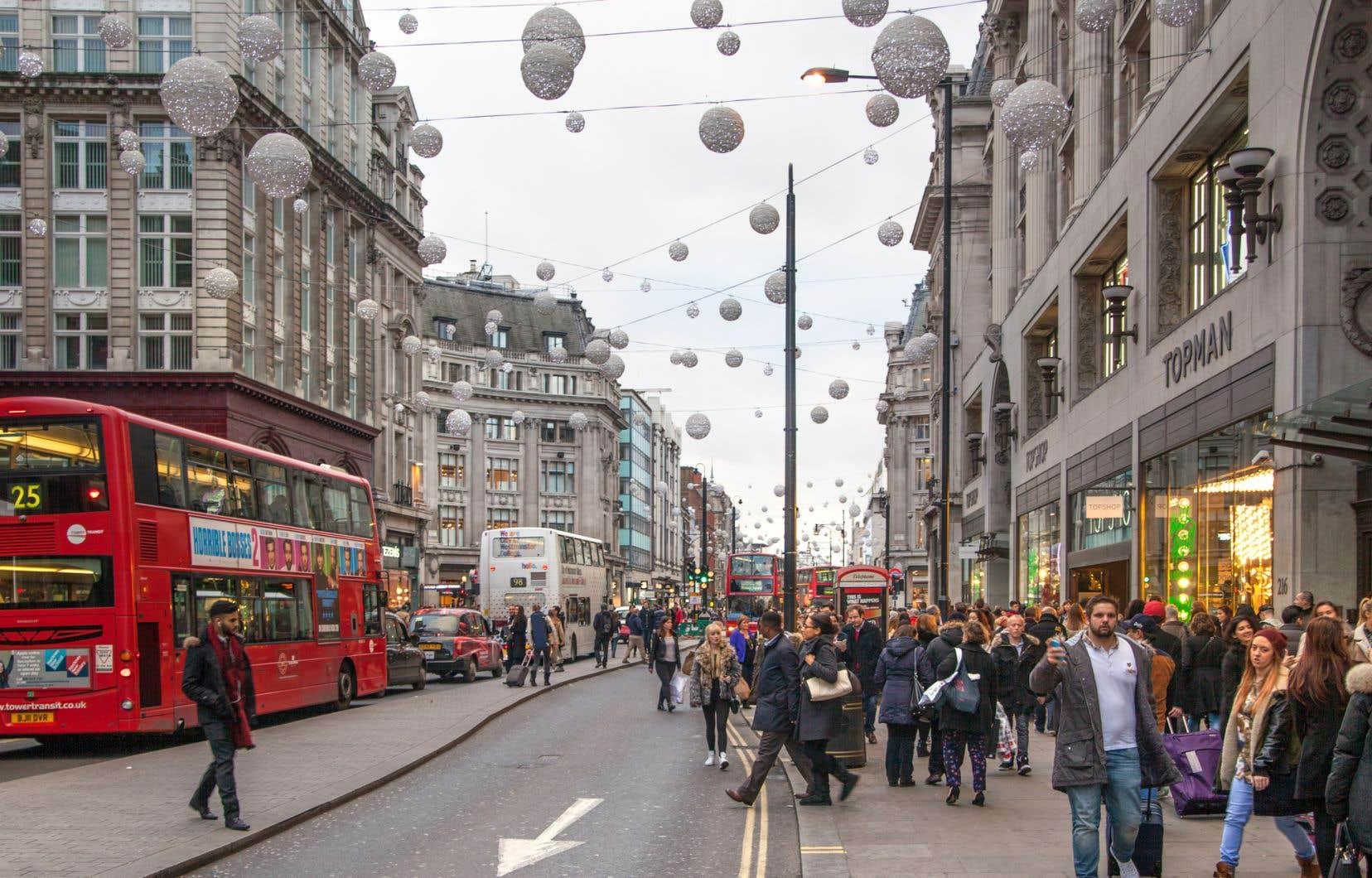L'accélération de l'inflation constitue un nouveau coup dur pour les ménages britanniques à l'approche des fêtes de Noël.