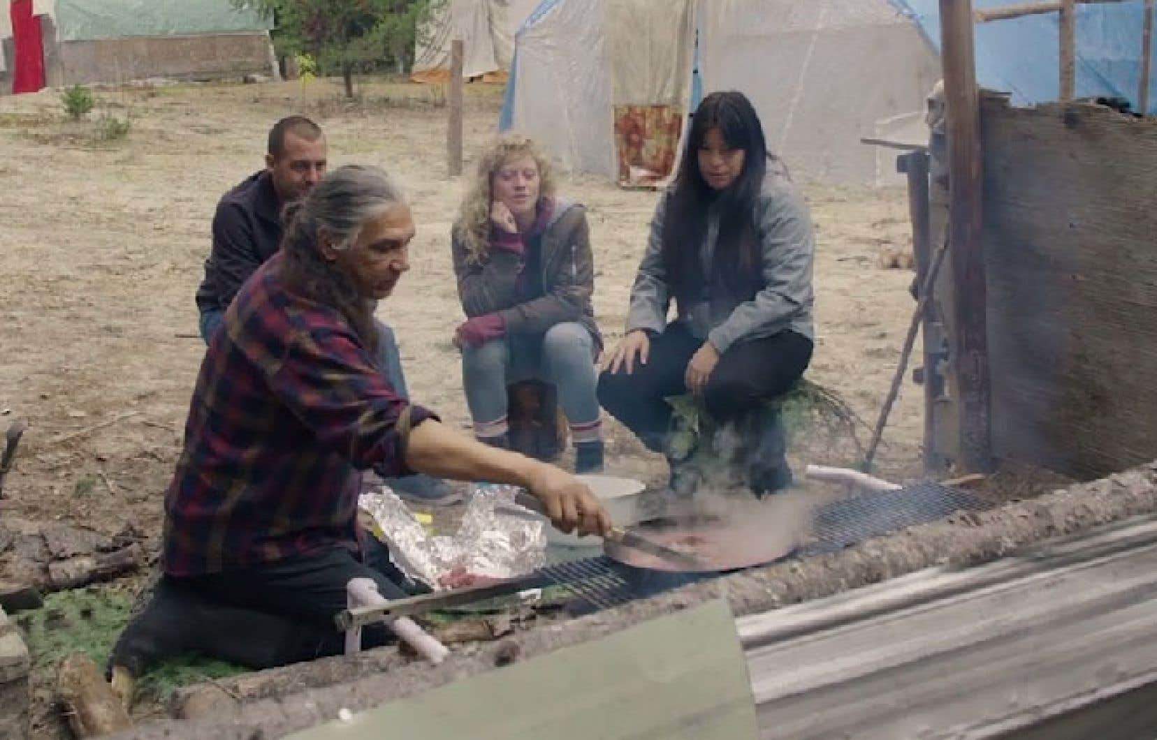 À la proue de «Rite de passage», l'écrivaine et comédienne Natasha Kanape Fontaine agit comme un relais bienveillant entre la ville et la réserve attikamek de Wemotaci.