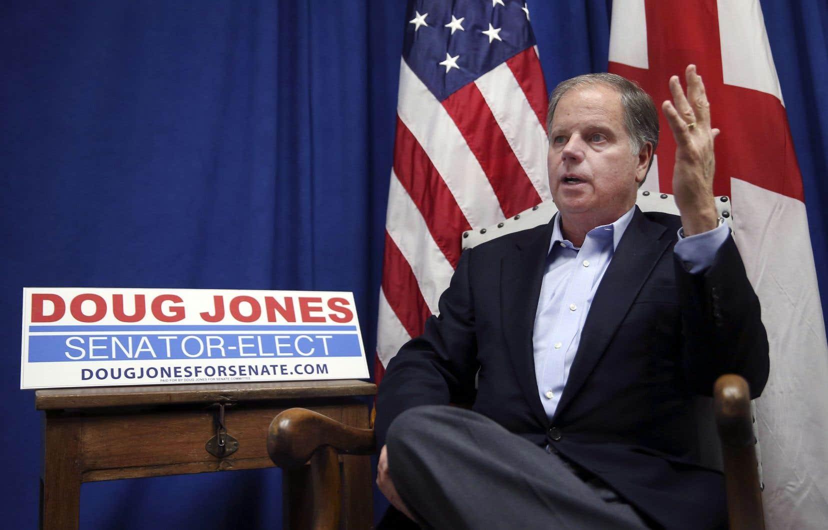 Doug Jones, le candidat démocrate qui a remporté l'élection sénatoriale en Alabama, «n'était pas un poteau», rappelle Christophe Cloutier-Roy.