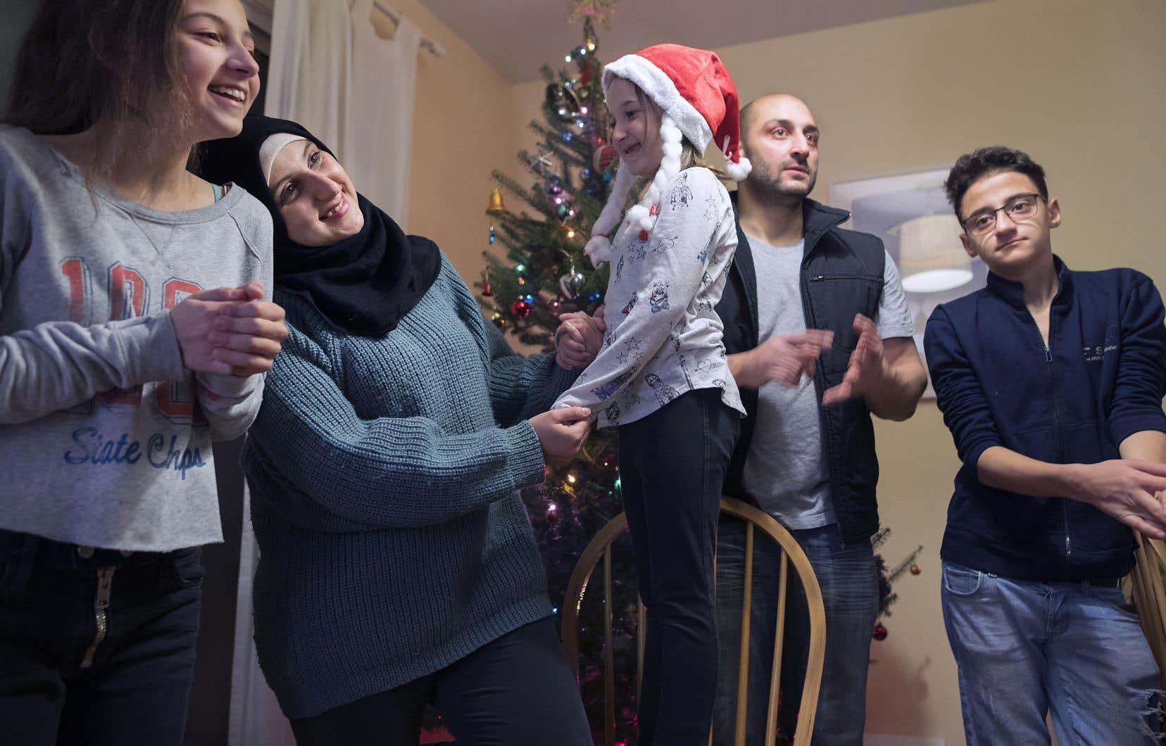 La famille Darwish, des Syriens ayant fui la guerre, est arrivée au Québec il y a un an; une année de découvertes pour les parents Marwa et Feras, ainsi que pour leurs trois enfants, Sara, Batoul et Adel.