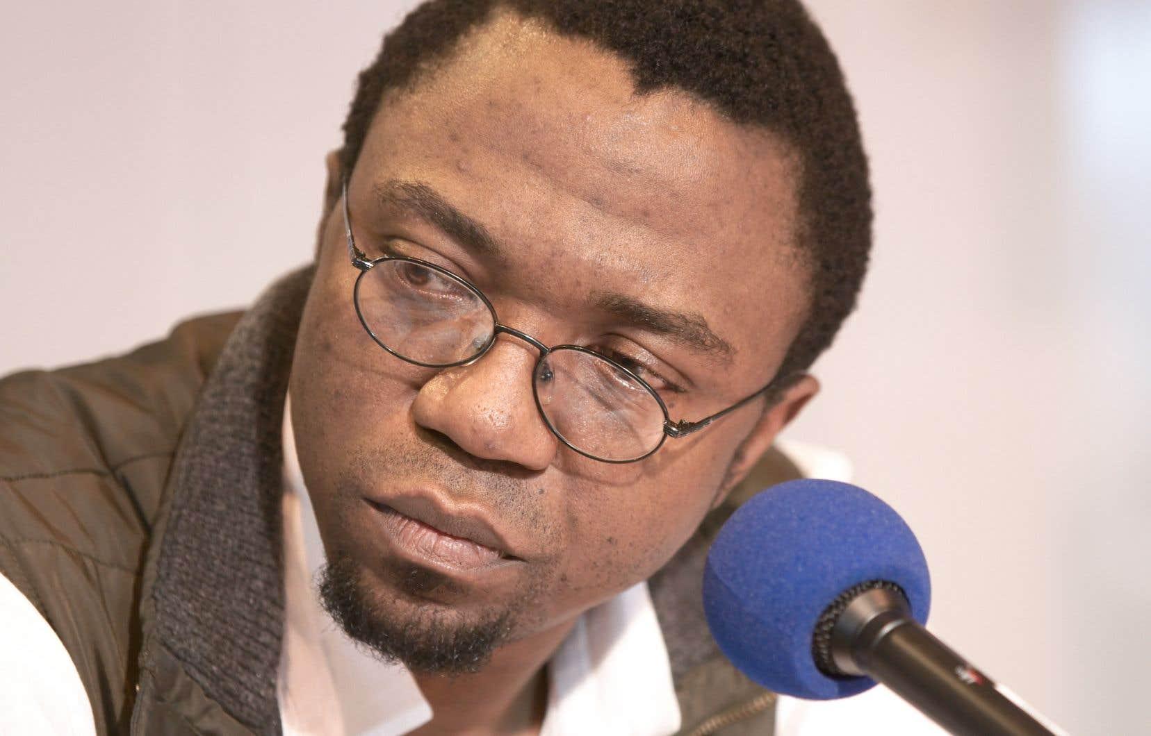 Patrice Nganang lors de son passage à l'émission radiophonique «Cosmopolitaine», animée en direct du Salon du livre de Paris, en mars 2010