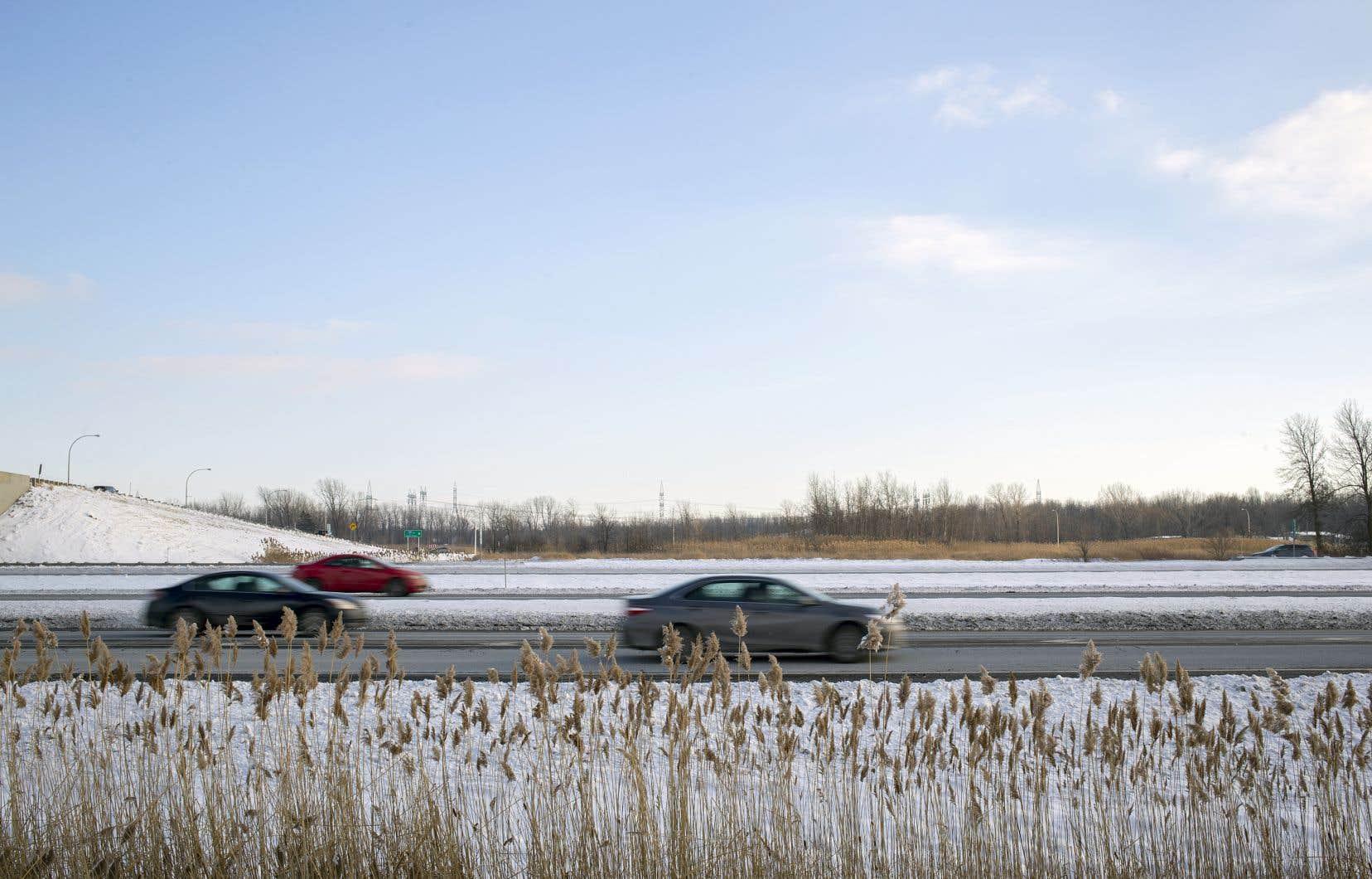 Québec a indiqué, dans son plan d'infrastructures 2017-2018, qu'il étudierait le projet d'élargir l'A30 pour permettre aux voitures de circuler sur trois voies dans chaque direction.