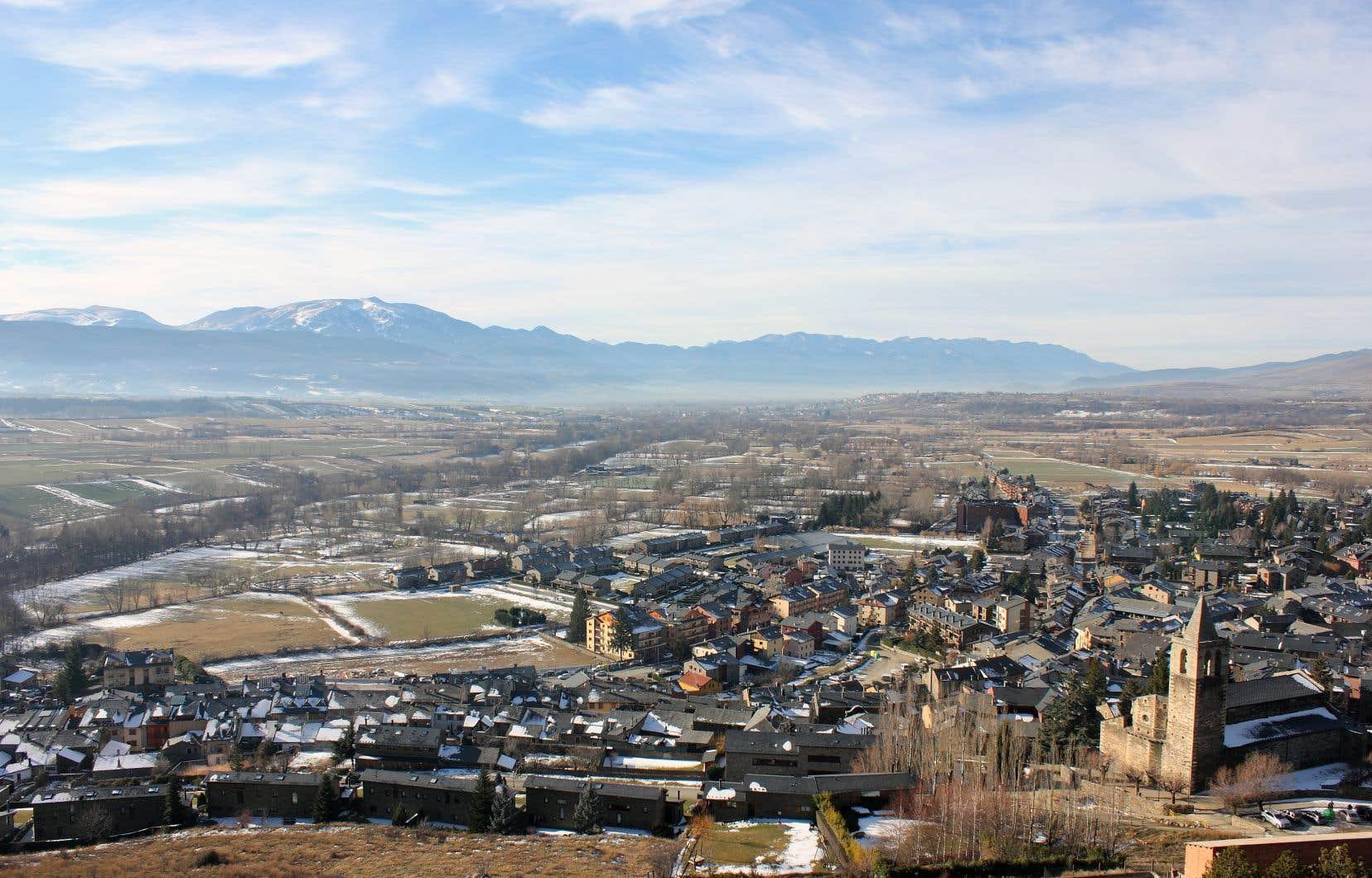 Llívia est une enclave espagnole de 13km² du département français des Pyrénées-Orientales.