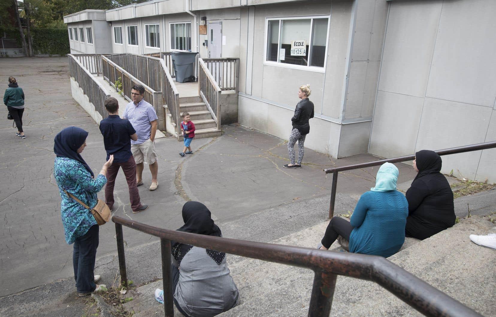 À l'école primaire Saint-Martyrs-Canadiens, dans le quartier Ahuntsic, des classes sont déjà hébergées dans une annexe préfabriquée.