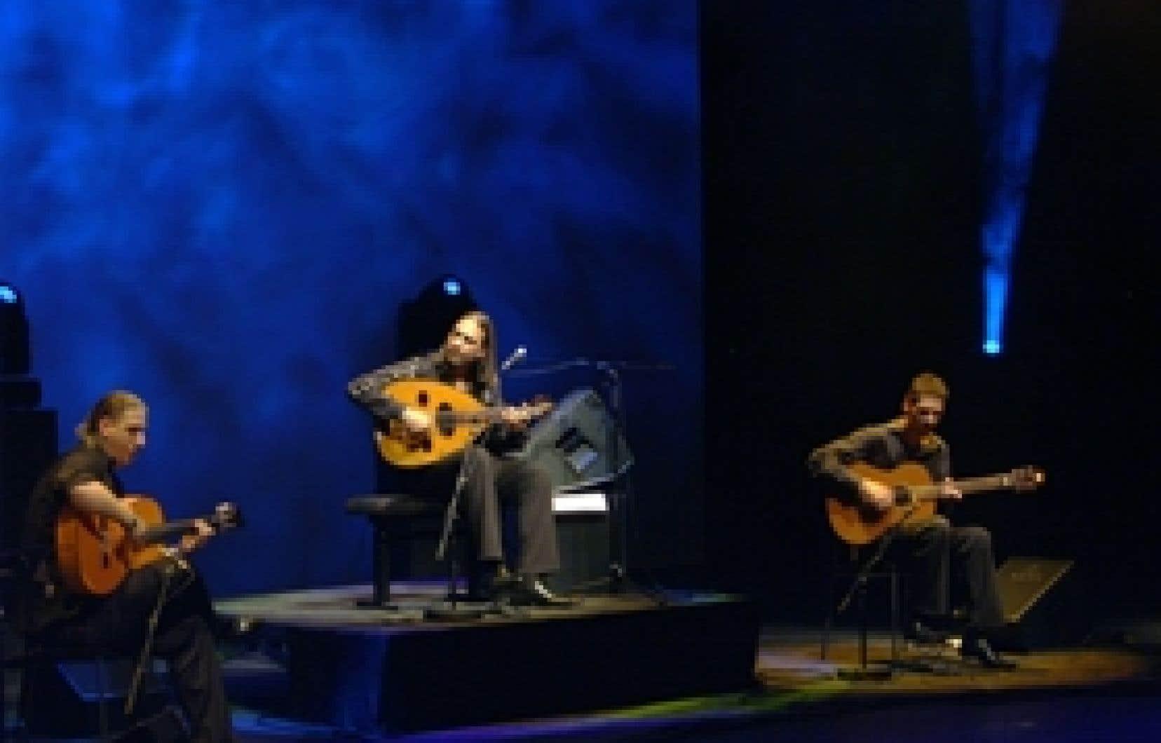 Maqam flamenco, réunit la diva Farida, l'Ensemble du maqam irakien, Omar Bashir, Turo Andras et Petz Balint, ainsi qu'avec l'orchestre montréalais Okto Echo.