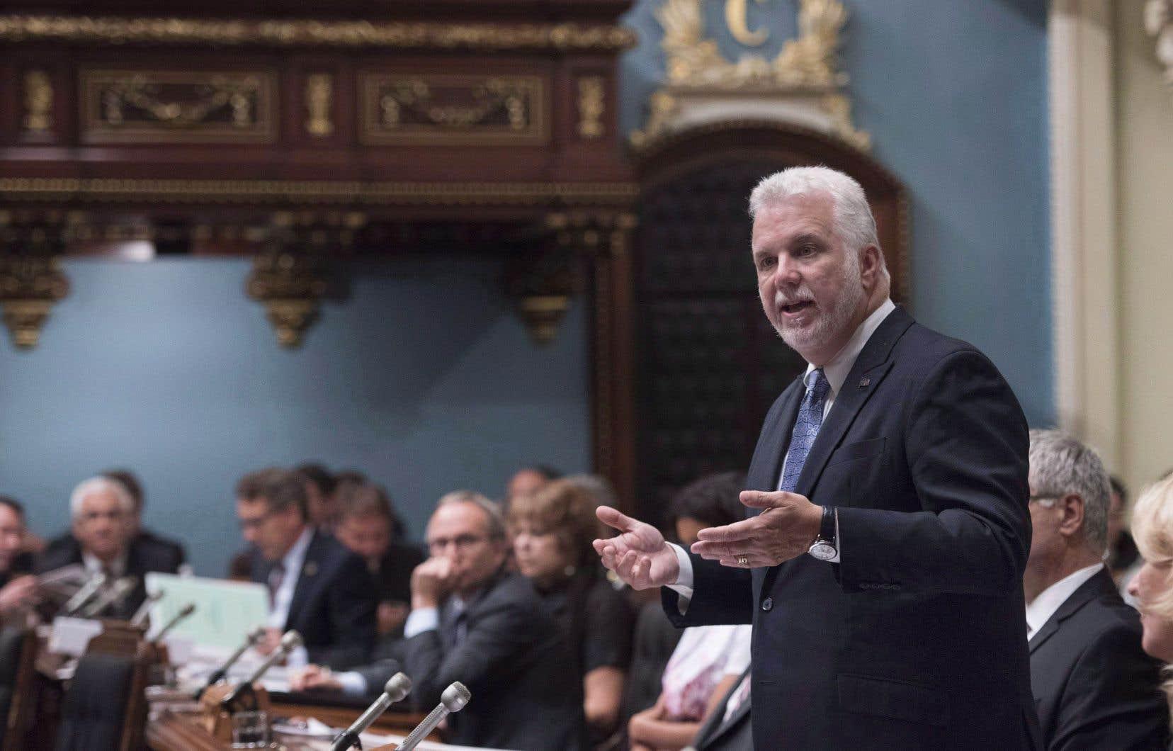 Le premier ministre Philippe Couillard s'est affairé pendant l'année à faire oublier les contrecoups des compressions budgétaires de sa première moitié de mandat à coups d'annonces et de millions de dollars.