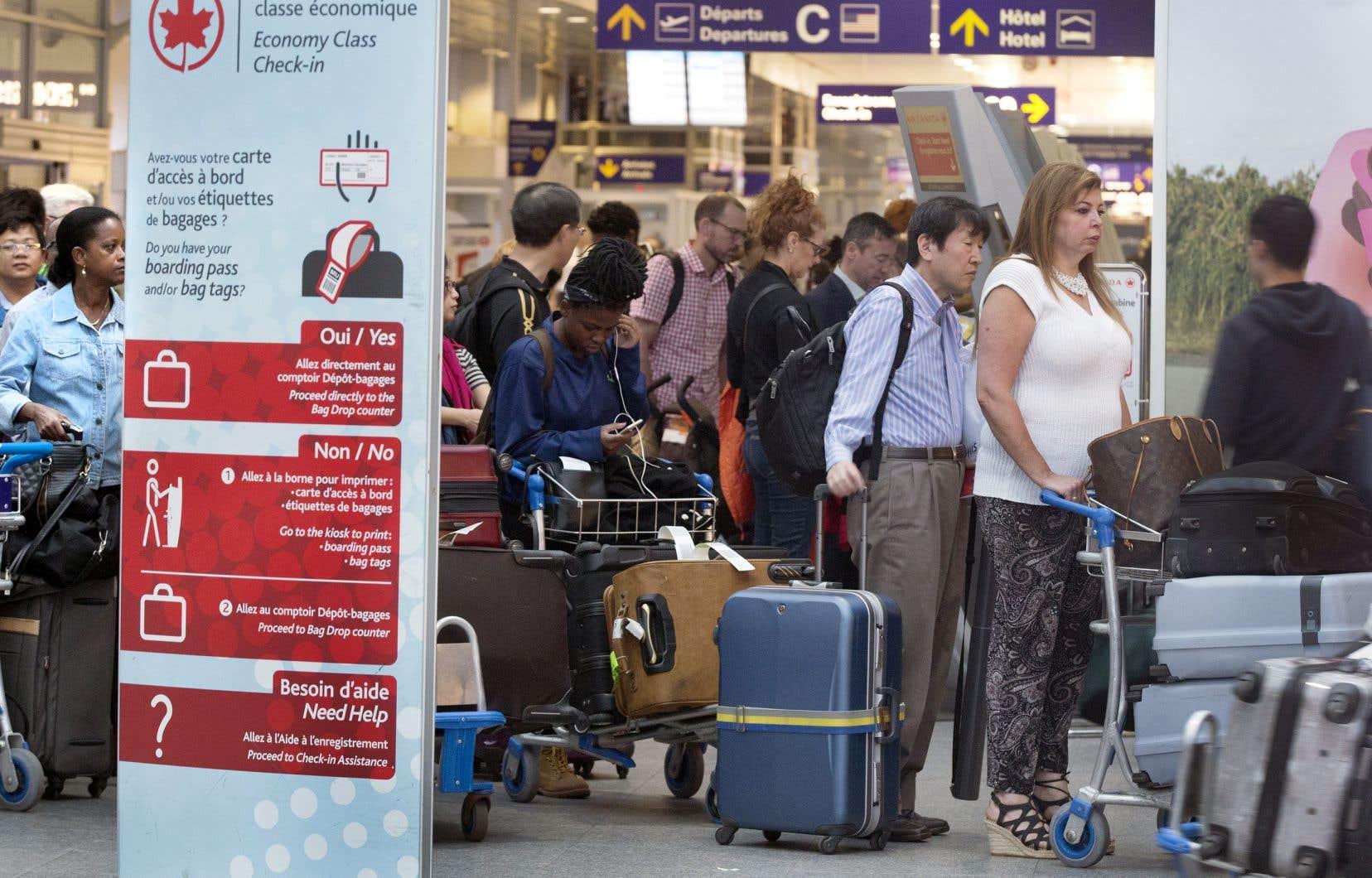 Entre 50 000 et 60000 personnes sont attendues à l'aéroport international Trudeau, à Montréal.