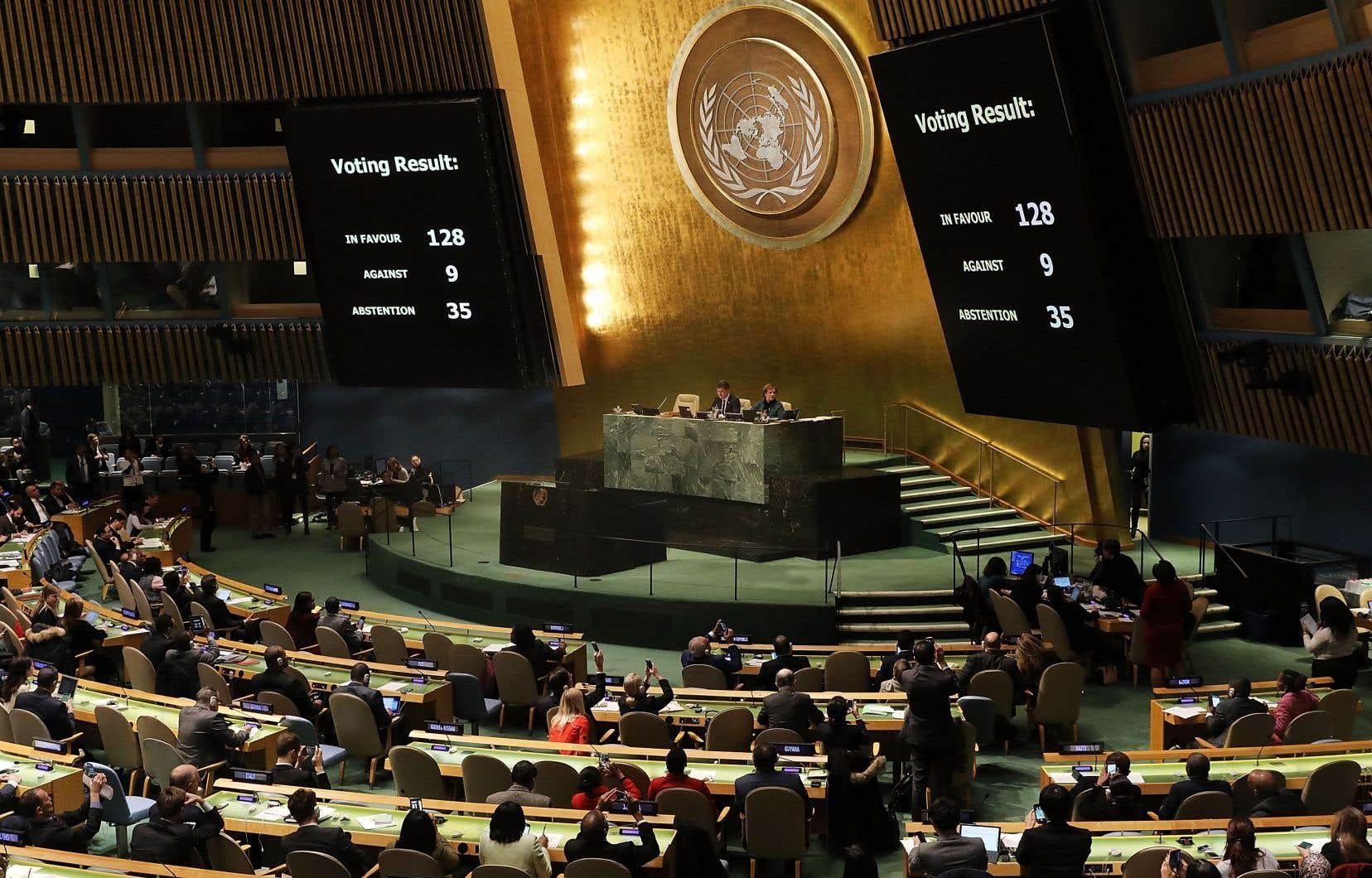 La mission américaine a précisé qu'il y aurait aussi des coupes budgétaires dans les départements de l'administration et du soutien.