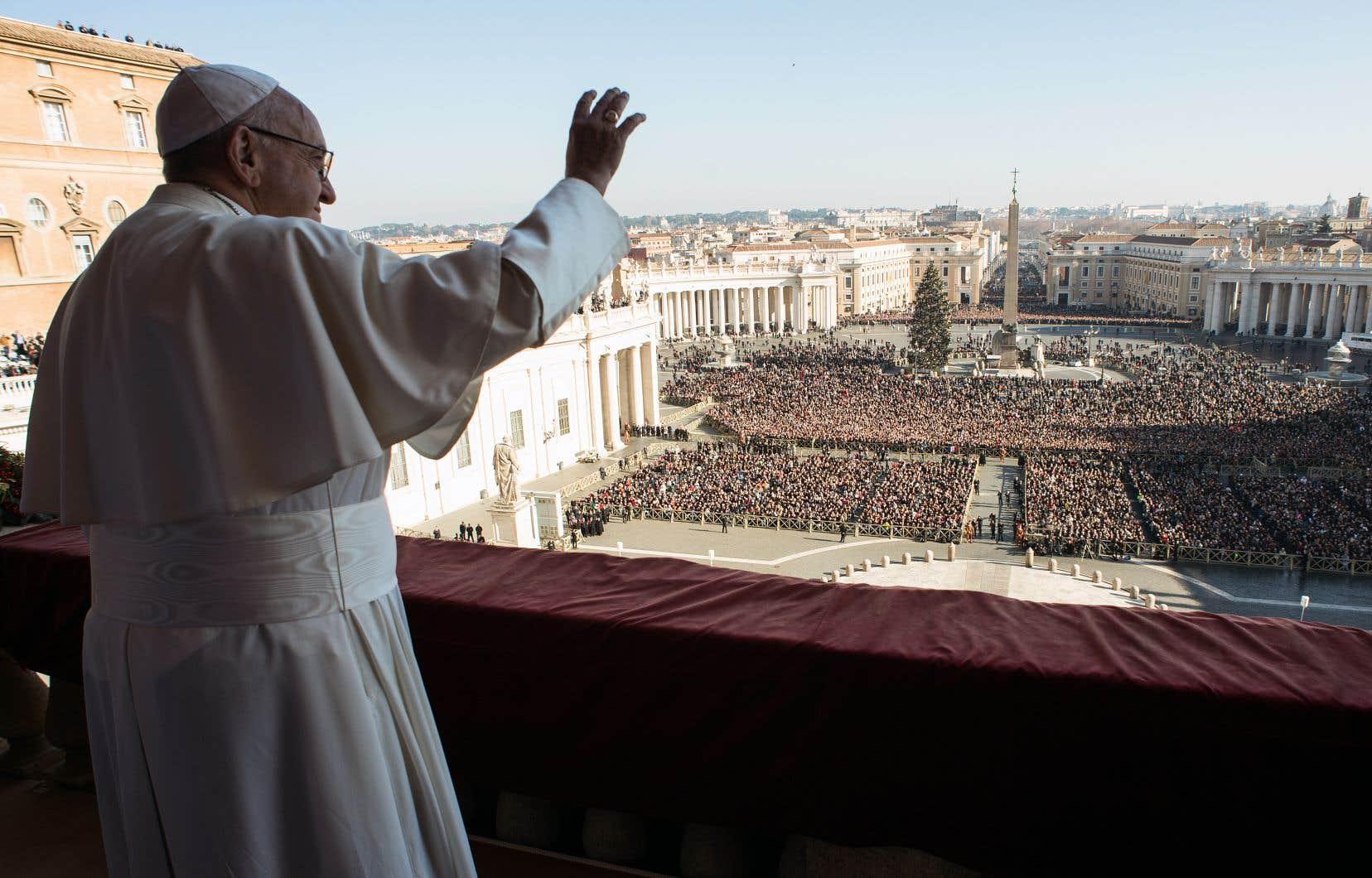 Le souverain pontife a livré dimanche une homélie de Noël tournée vers l'accueil des migrants.