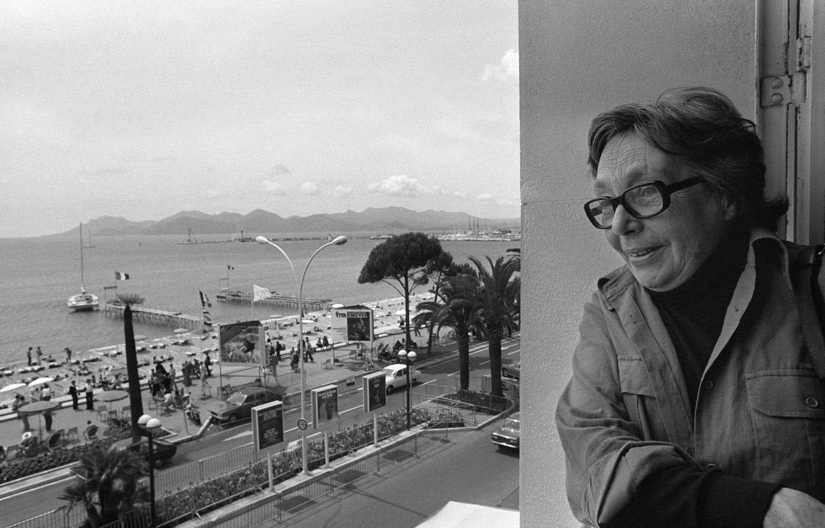 L'écrivaine française Marguerite Duras est photographiée, en mai 1977, lors du Festival de Cannes.