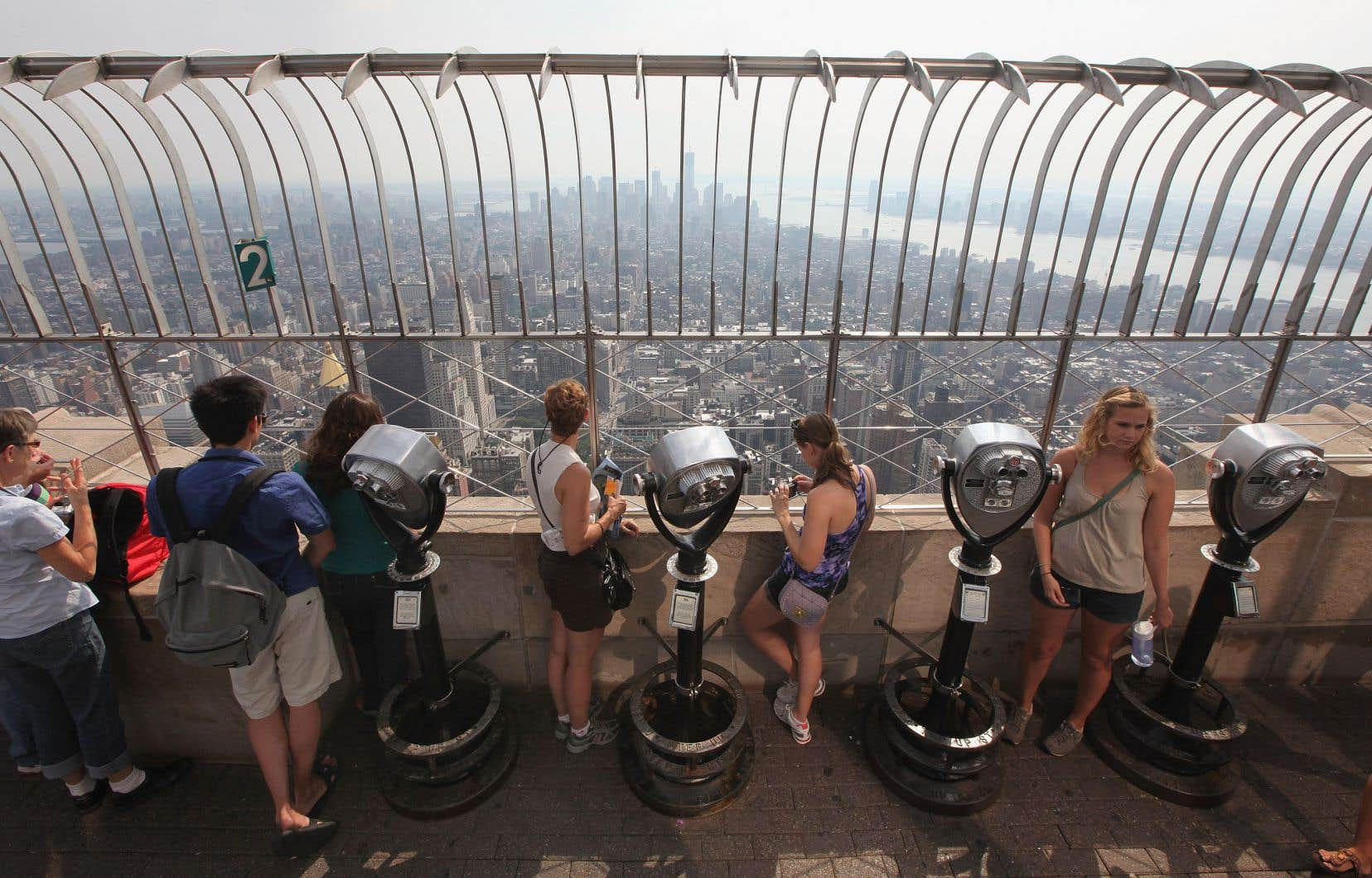 Des touristes à l'Empire State Building, à New York