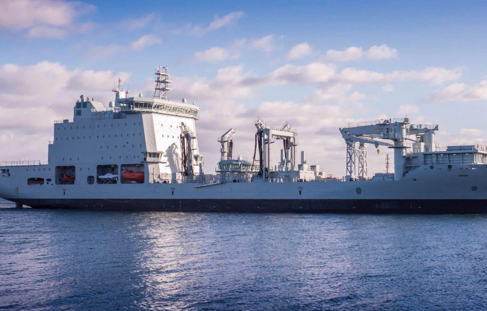 Le navire ravitailleur «Asterix» mouille depuis mercredi au port d'Halifax.