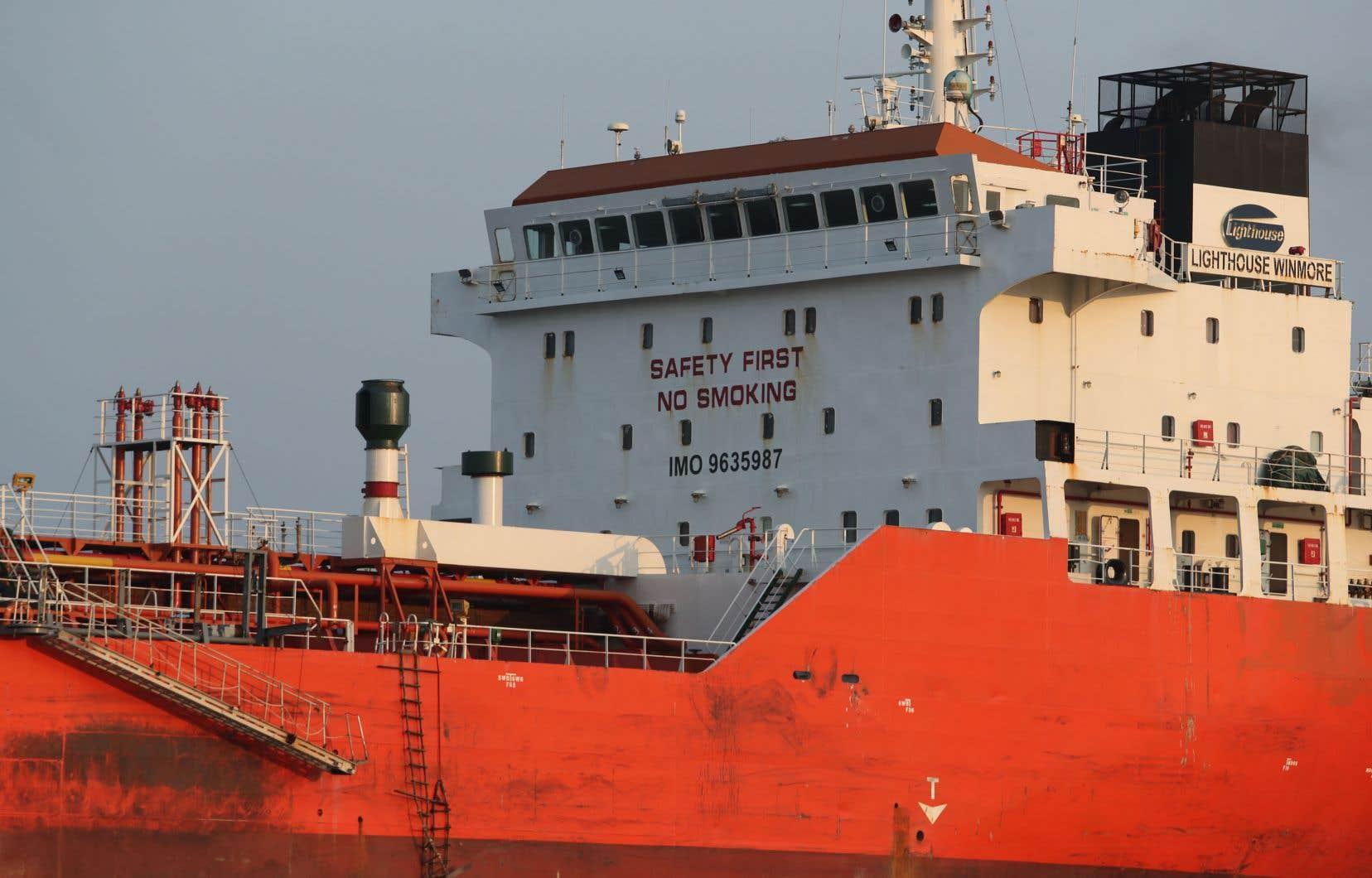 Les douanes sud-coréennes ont arraisonné ennovembre le navire hongkongais Lighthouse Winmore, pour avoir transbordé des produits pétroliers sur le Sam Jong 2.