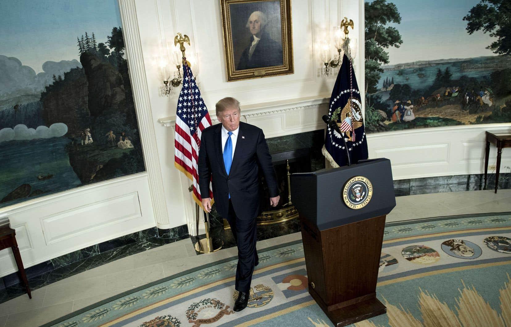 Le président Trump a démantelé de nombreuses réglementations environnementales, économiques et financières qui, selon lui, entravaient les investissements, l'emploi et la croissance du pays.