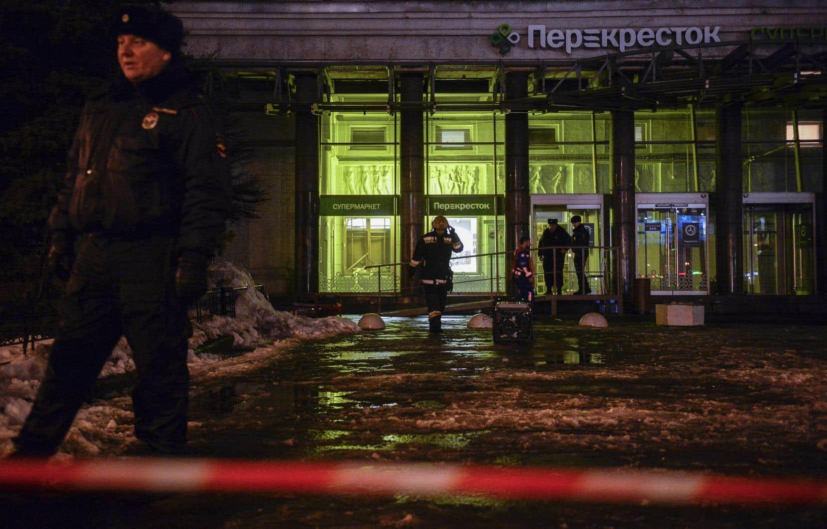 Dix-huit personnes ont été blessées dans l'explosion mercredi soir d'une bombe artisanale placée dans un casier de la consigne d'un supermarché de Saint-Pétersbourg.