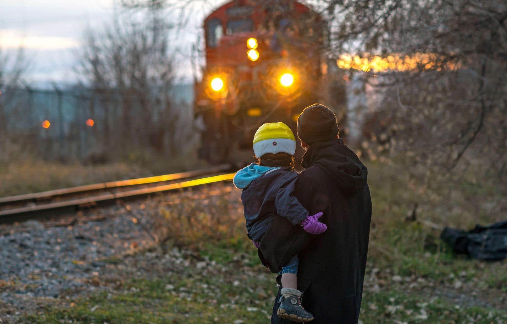 Depuis près de 25ans, organismes, experts et politiciens s'inquiètent de voir les Montréalais traverser la voie ferrée — qui coupe certains quartiers de la métropole en deux — pour réduire la durée de leurs trajets quotidiens.