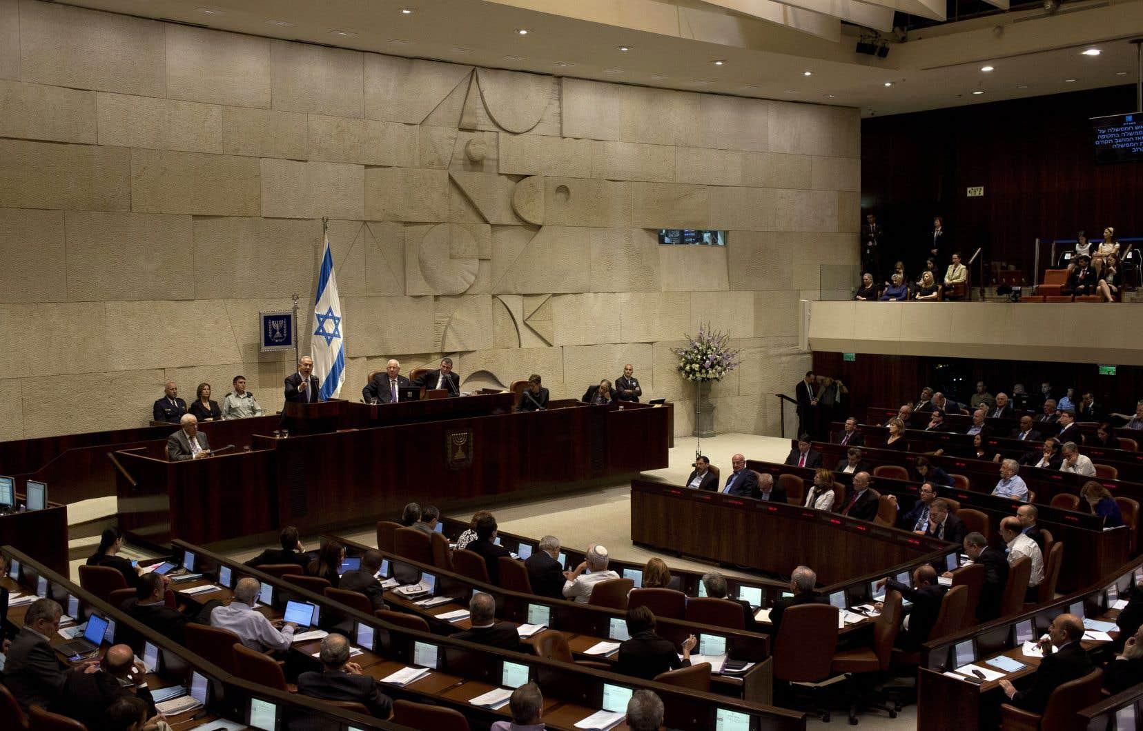 Le Parlement israélien a adopté un projet de loi visant à compliquer le passage sous souveraineté palestinienne de certaines zones de Jérusalem.