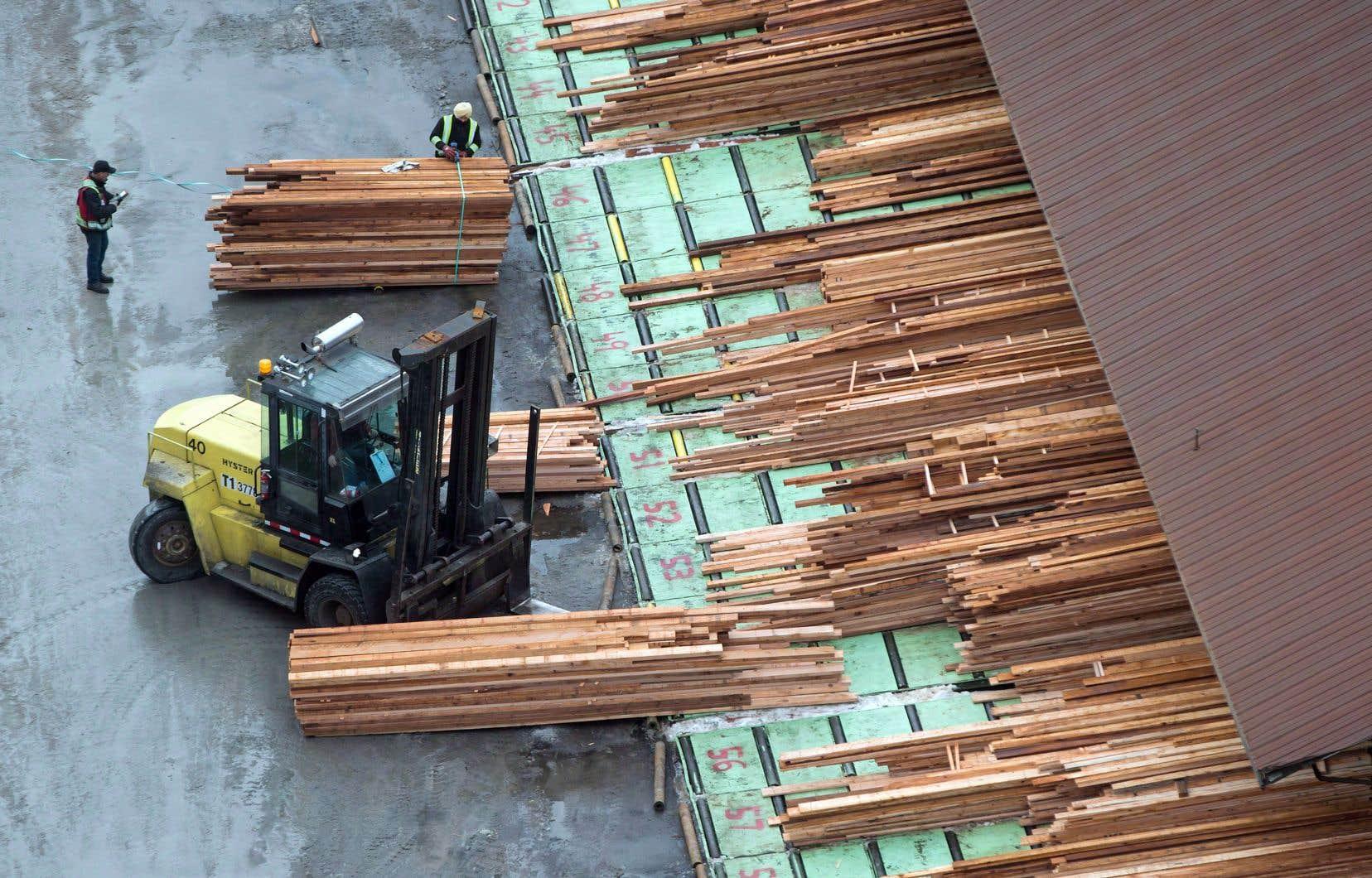Le gouvernement canadien continuera de défendre l'industrie du bois d'œuvre.