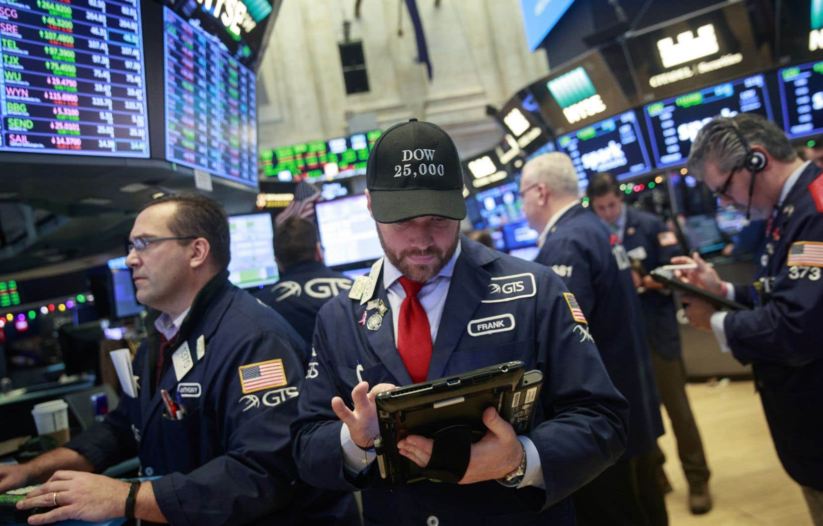 Wall Street a battu un nouveau record jeudi, son vénérable indice Dow Jones franchissant pour la première fois de son histoire les 25 000 points.