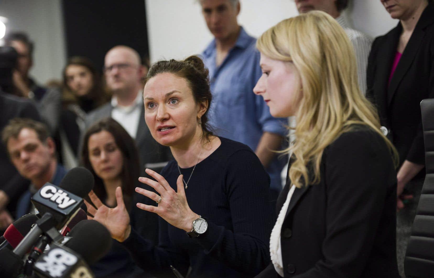 Patricia Fagan (à gauche) est l'une des femmes qui a accusé d'harcèlement sexuel le directeur artistique cofondateur de la compagnie de théâtre Soulpepper, Albert Schultz.
