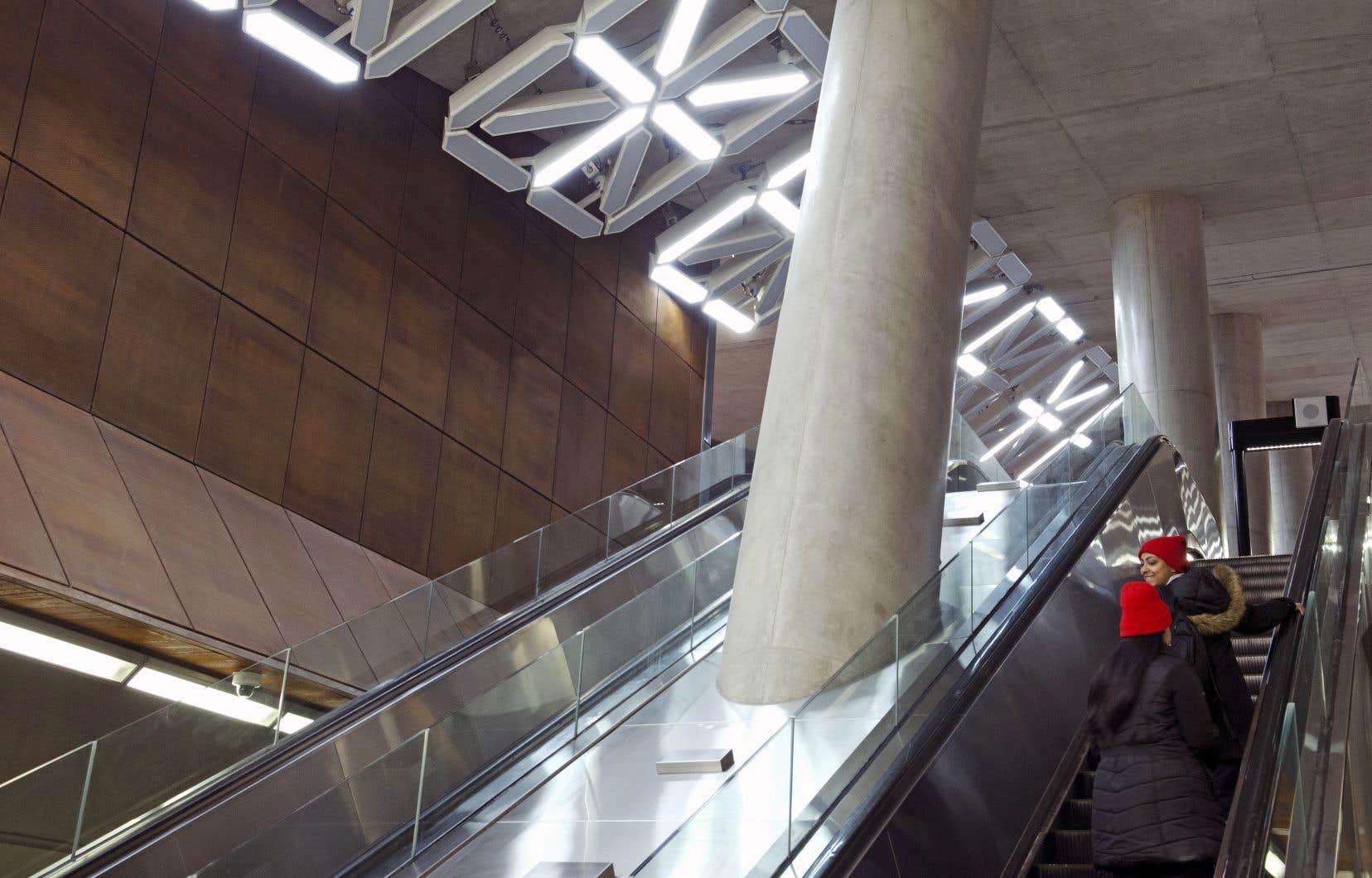 «Lightspell» aurait épelé des mots à l'aide de néons géants, installés dansla station de métro Pioneer Village, à Toronto.