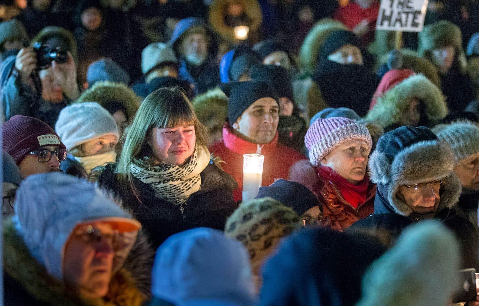 Des centaines de personnes ont rendu hommage aux victimes en participant à des veillées dans les jours suivant l'attaque à la grande mosquée de Québec.