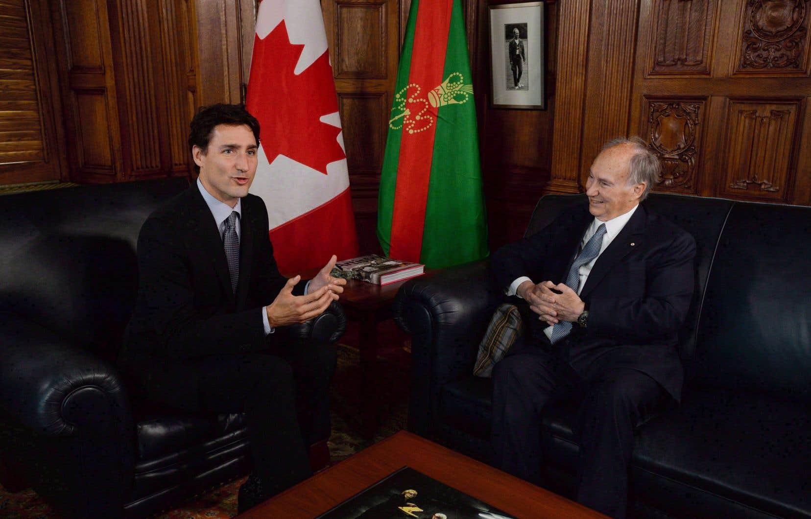 En acceptant un voyage sur l'île privée de l'Aga Khan (à droite), Justin Trudeau a contrevenu à la Loi sur les conflits d'intérêts.