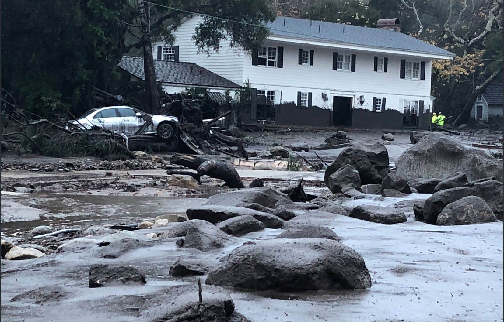 <p>Des quartiers ont été envahis par la boue,parfois à hauteur de taille en épaisseur.</p>