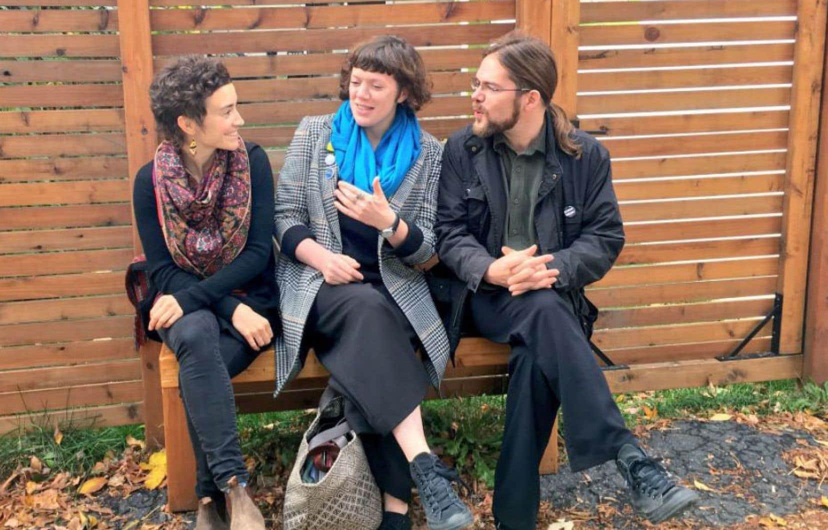 À Montréal, la rencontre a réuni la Nord-Irlandaise Rachel McCrum, le poète Jonathan Lamy et l'artiste Moe Clark.