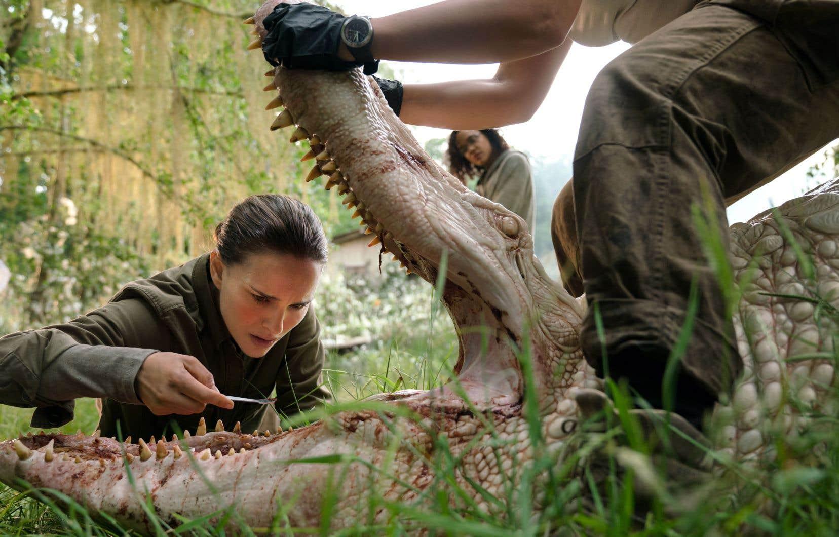 Alex Garland transpose au grand écran le roman à succès de Jeff VanderMeer «Annihilation». Natalie Portman y joue une biologiste qui enquête en compagnie d'autres scientifiques dans une zone où ont eu lieu des morts mystérieuses.