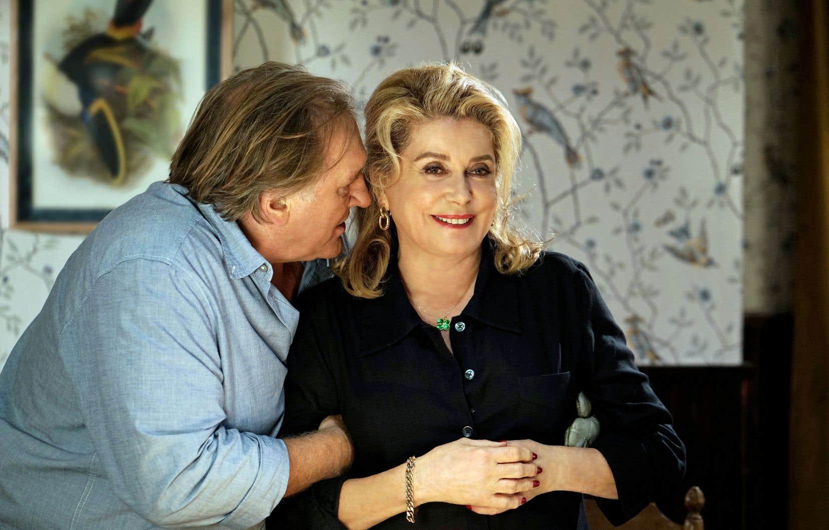 Dans «Bonne pomme», Gérard Depardieu incarne un garagiste qui trouvera un hébergement chez une aubergiste (Catherine Deneuve) lors de son arrivée dans son nouveau village.