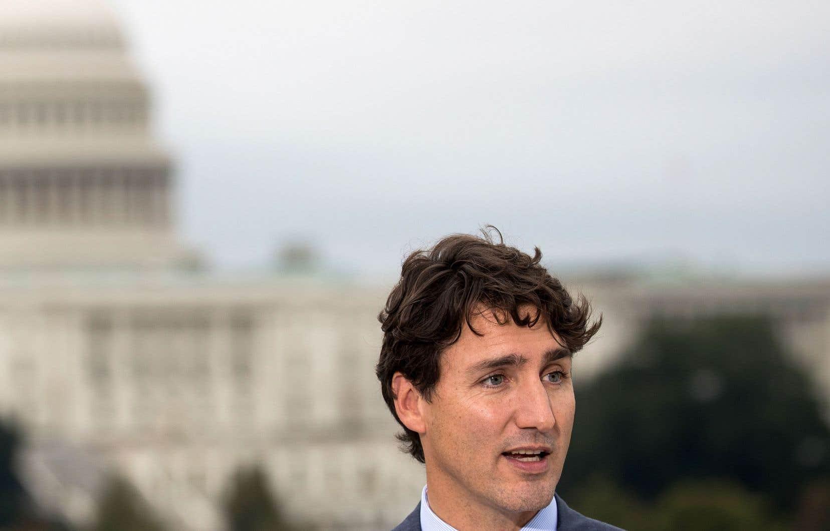 Le premier ministre Justin Trudeau était de passage à Washington, en octobre. Seul, le Canada n'a pas les moyens de jouer les gros bras face à la superpuissance américaine.