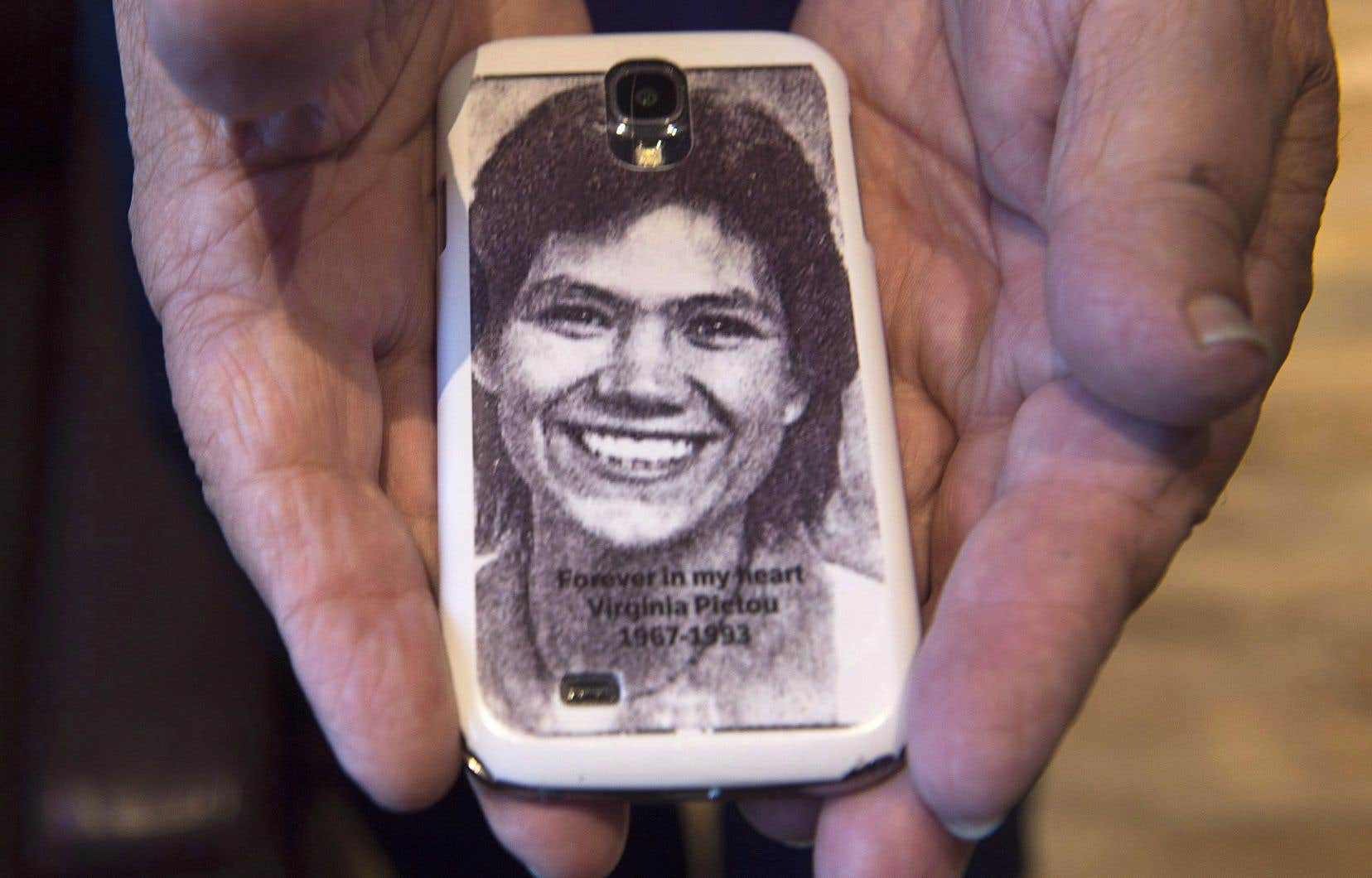 Robert Pictou montre la photo de sa fille, Virginia Pictou Noyes, disparue il y a 24ans.