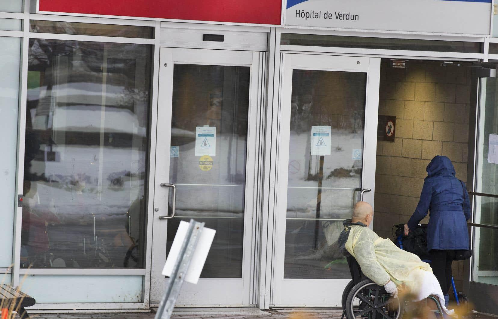 Les nouvelles places pourront accueillir les patients hospitalisés qui ont besoin de soins plus légers que ceux offerts à l'hôpital.