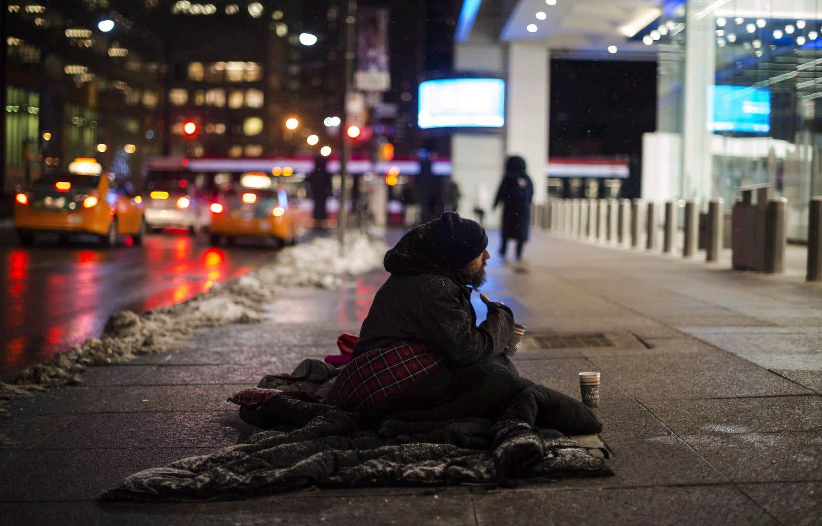 Un itinérant dans le centre-ville de Toronto, le 3 janvier dernier