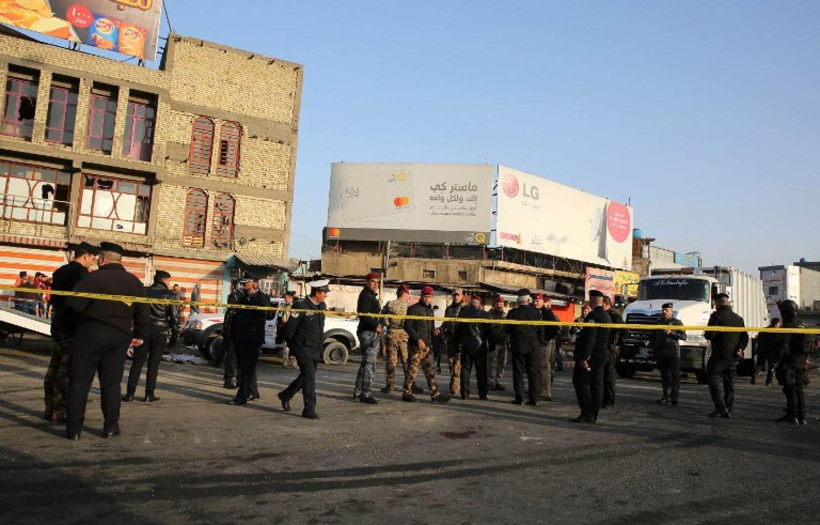 Des ambulances et les forces de sécurité ont été dépêchées en grand nombre sur la place Tayaran, maintes fois visée par des attaques meurtrières.