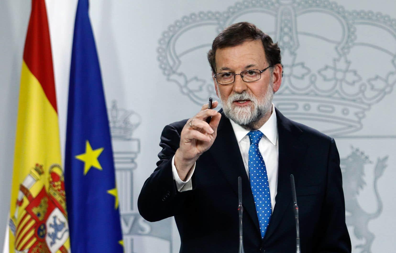 Mariano Rajoy a affirmé que Carles Puigdemont devra prendre ses fonctions «physiquement» pour que la tutelle de la Catalogne soit levée.