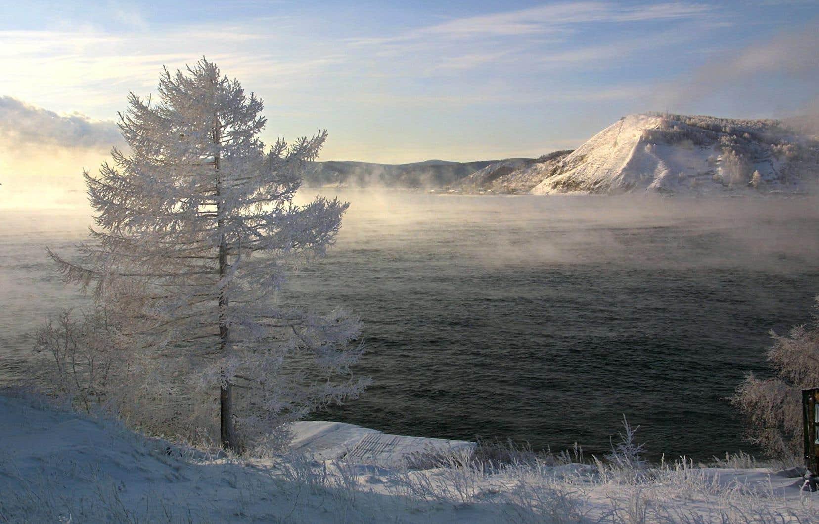 <p>Dans la région du lac Baïkal, les habitants et touristes se préparaient à descendre sous les -56°C vendredi, soit 30 degrés de moins que jeudi.</p>