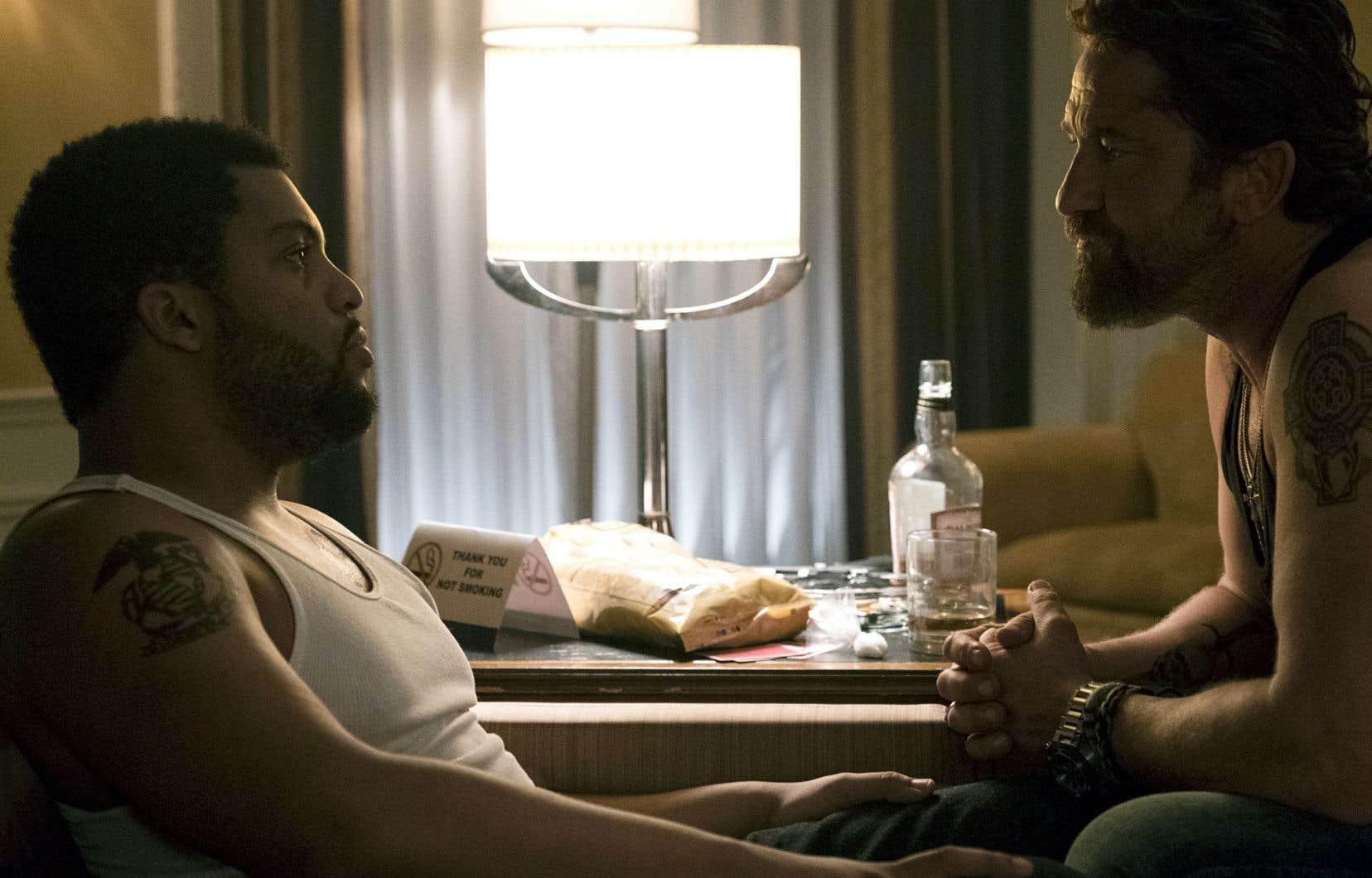 Nick Flanagan (Gerard Butler, à droite) espère se faire un allié de Donnie (O'Shea Jackson Jr.), barman discret qui travaille là où l'ennemi a établi son repaire.