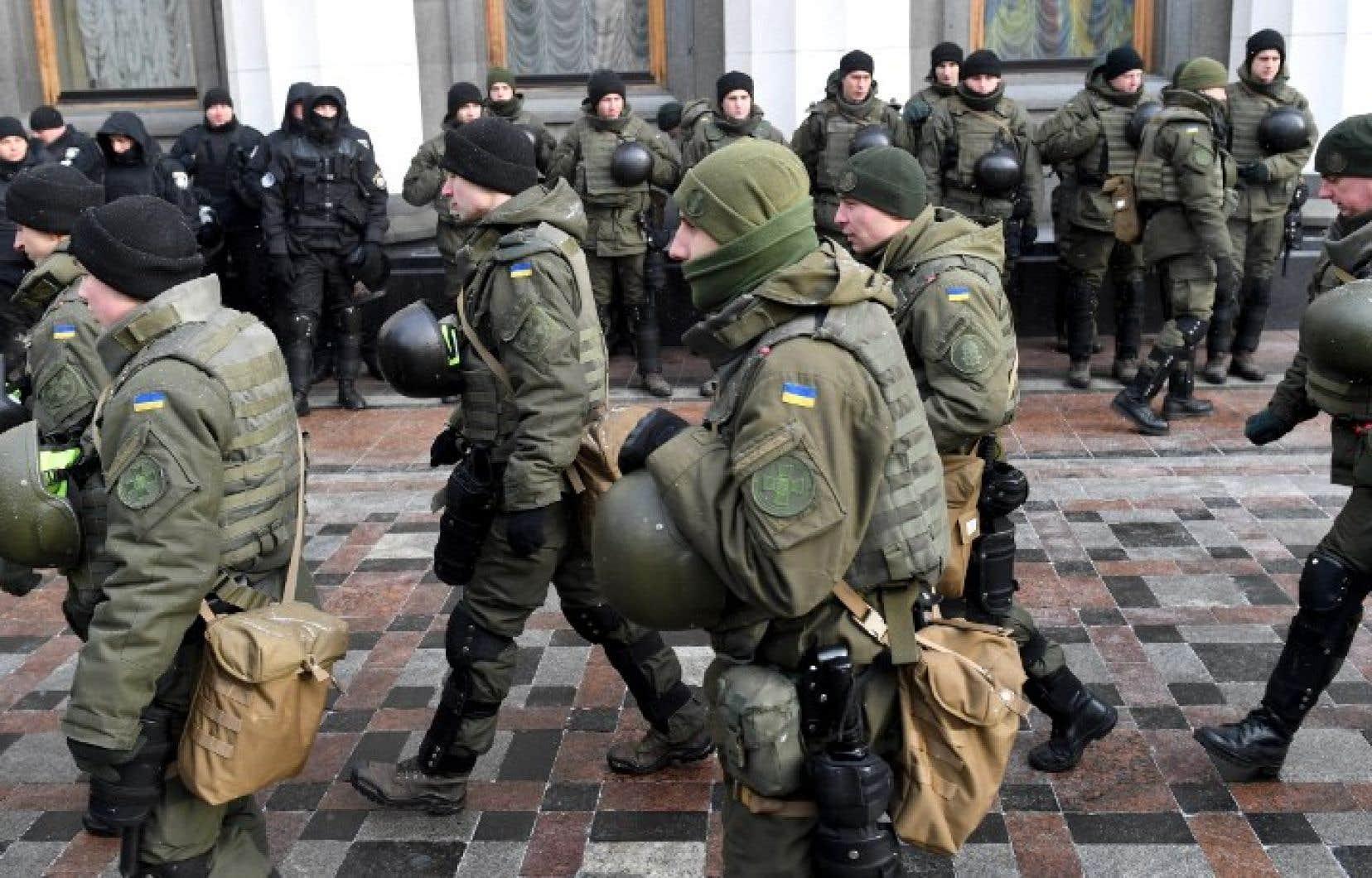 Avec l'adoption de cette loi, le président ukrainien, Petro Porochenko, «se dote de pouvoirs illimités proches de ceux d'un dictateur pour réprimer toute contestation»,a estimé le ministère russe des Affaires étrangères.