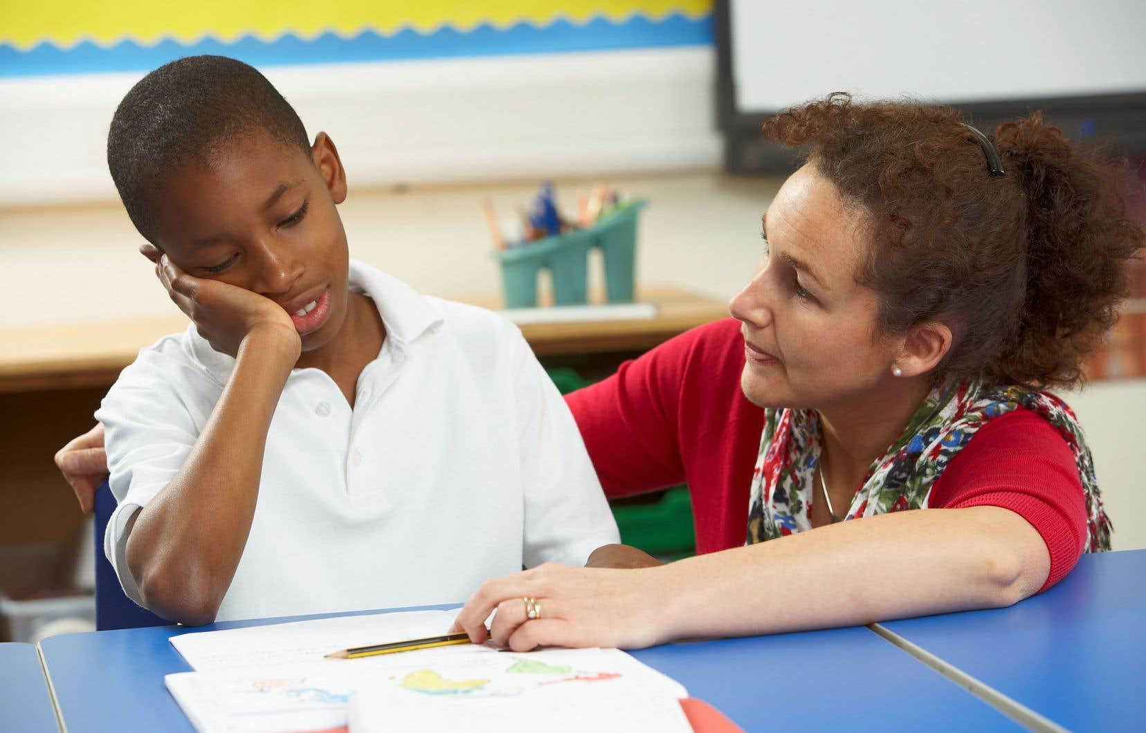 Les psychologues, orthophonistes et autres professionnels formés pour aider les élèves en difficulté manquent.