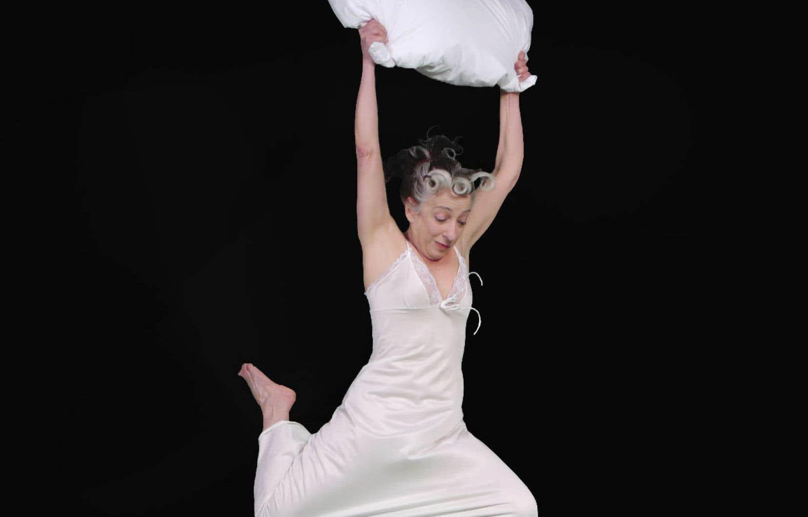 Dans «Confidences sur l'oreiller», Dulcinée Langfelder incarne certains de ses rêves, cueillis sur dictaphone au sortir du sommeil, relivrés en voix «off», chuchotés.