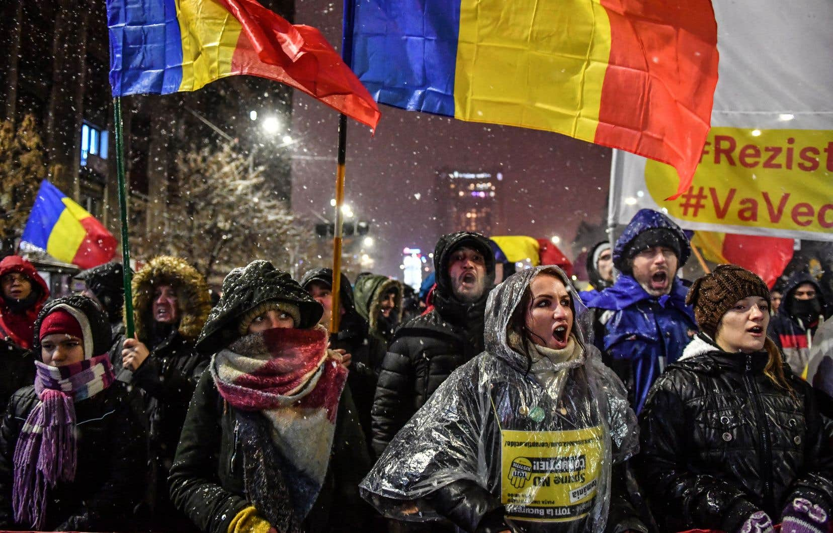 Ces nouvelles manifestations interviennent quelques jours après la démission forcée du premier ministre social-démocrate Mihai Tudose.