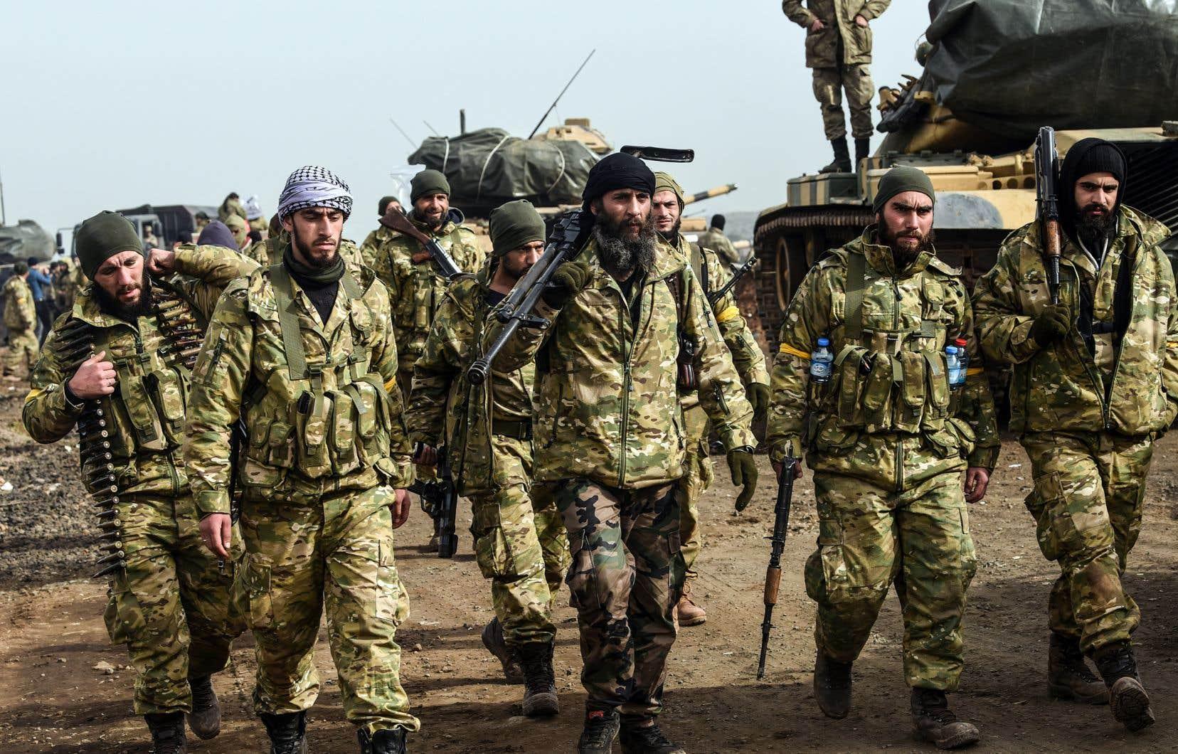 La Turquie et ses alliés, les rebelles de l'Armée syrienne libre, ont lancé samedi une offensive militaire dans la région d'Afrine contre les Kurdes syriens du YPG.