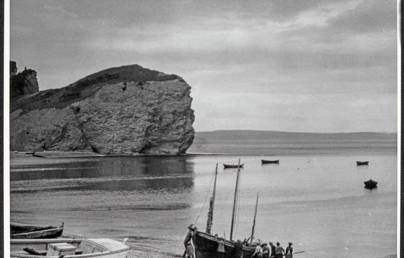 Au cours de ses nombreux voyages, Strand va séjourner en Gaspésie à deux reprises, en 1929 et 1936. Ci-dessus, détail d'un paysage de cette région.