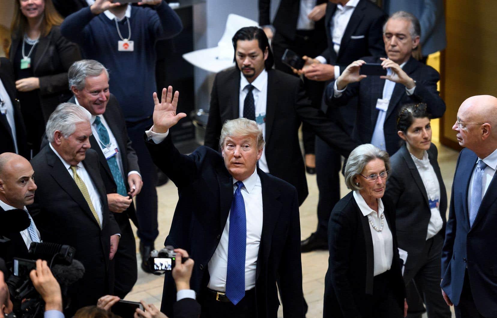 Premier président américain à se rendre au Forum économique mondial depuis Bill Clinton, Donald Trump est attendu avec des sentiments partagés.